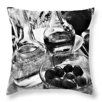 Throw Pillow featuring the photograph Quelques Olives ... by Selke Boris