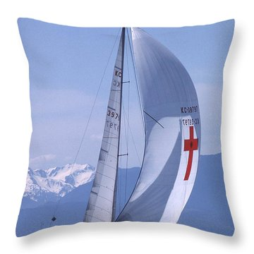 Throw Pillow featuring the photograph Racing 01 by Mark Alan Perry