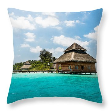 Rannaalhi Throw Pillow