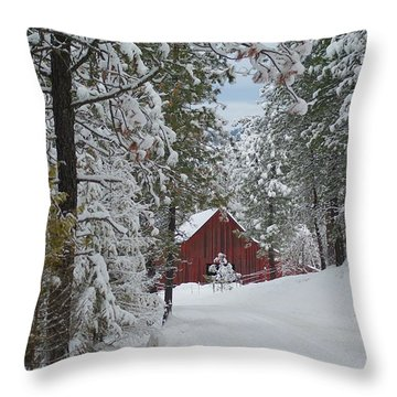 Red Barn 1 Throw Pillow