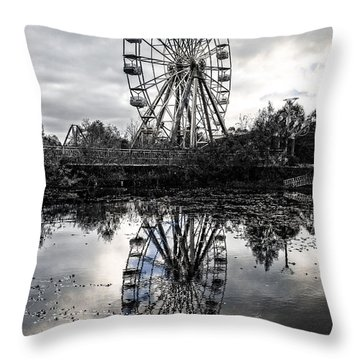 Reflections Of The Wheel Throw Pillow