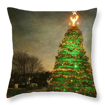 Rockland Lobster Trap Christmas Tree Throw Pillow