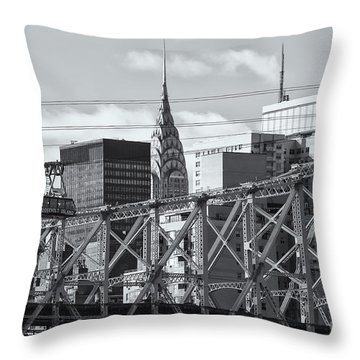 Roosevelt Island Tram And Manhattan Skyline II Throw Pillow