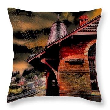 Throw Pillow featuring the photograph Roun Da Bend by Robert McCubbin