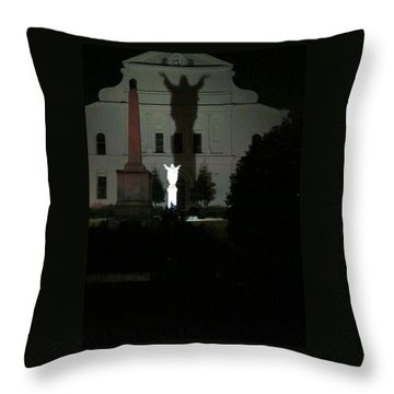 Saint Louis Cathedral Courtyard - New Orleans La Throw Pillow