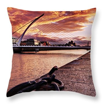Samuel Beckett Bridge At Dusk - Dublin Throw Pillow