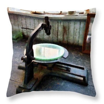 Scientist - Old-fashioned Microscope Throw Pillow
