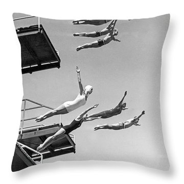 Seven Champion Diving In La Throw Pillow