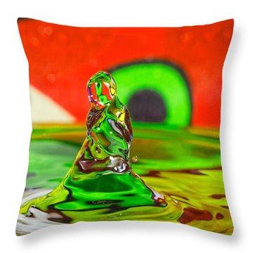 Throw Pillow featuring the photograph Splas by Peter Lakomy