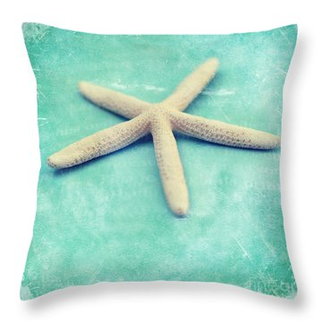 Throw Pillow featuring the photograph Starfish by Sylvia Cook