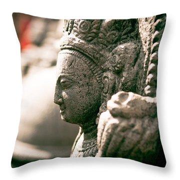 Stoun's Face Throw Pillow