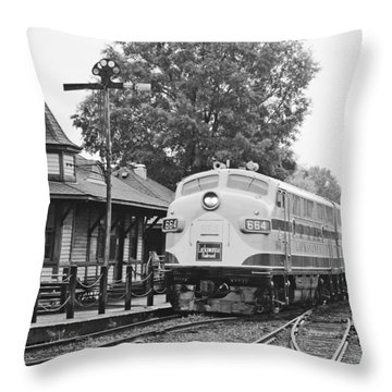 Streamliners Festival -- Post Process Throw Pillow