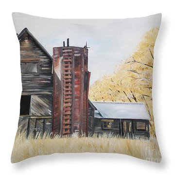 Golden Aged Barn -washington - Red Silo  Throw Pillow