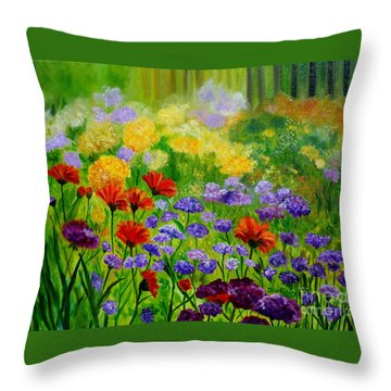 Summer Show Throw Pillow