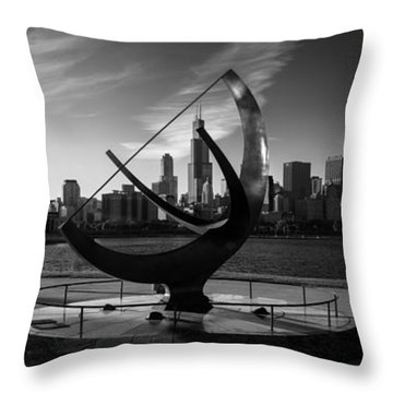 Sundial And Chicago Il B W Throw Pillow