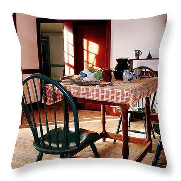 Tableclothes Throw Pillows