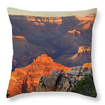 Throw Pillow featuring the photograph Sunset At Yaki Point by Alan Vance Ley