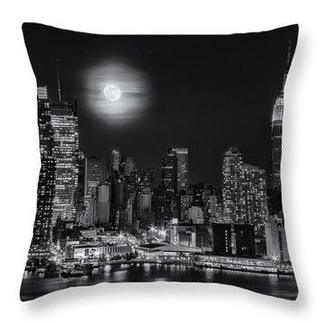Super Moon Over Nyc Bw Throw Pillow by Susan Candelario