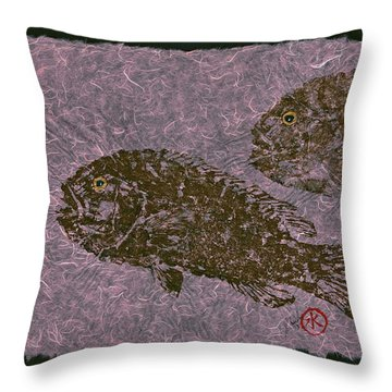 Tautog On Bubble Gum Unryu Paper Throw Pillow