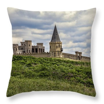 The Castle - Versailles Ky Throw Pillow