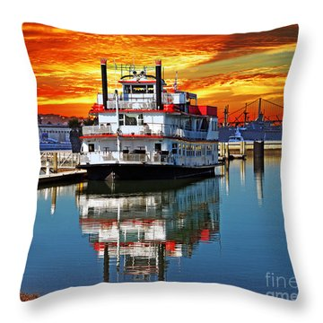 The End Of A Beautiful Day In The San Francisco Bay Throw Pillow