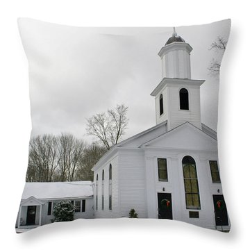 The Federated Church Of Willington Throw Pillow