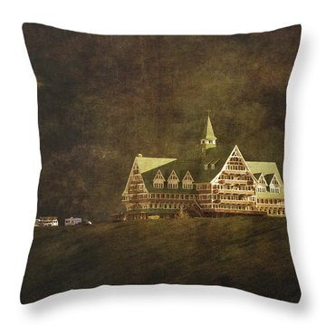 The Historic Prince Of Wales Hotel Throw Pillow by Roberta Murray