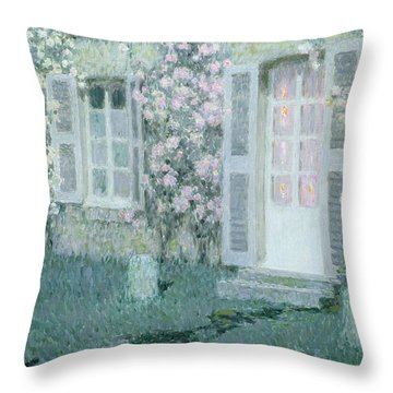 The House With Roses Throw Pillow by Henri Eugene Augustin Le Sidaner