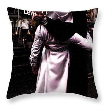 The Kiss In Times Square Throw Pillow