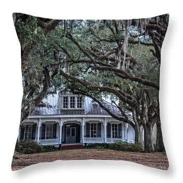 The Oaks Plantation Throw Pillow