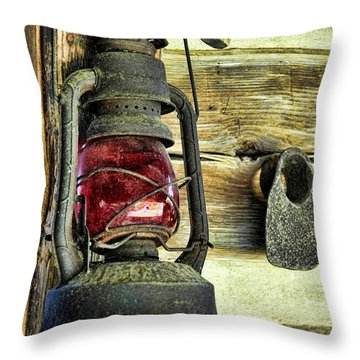 The Porch Light Throw Pillow by Jan Amiss Photography