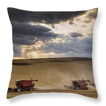 The Race To Finish Throw Pillow