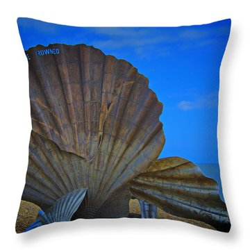 The Scallop Throw Pillow