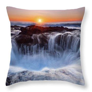 Oregon Throw Pillows
