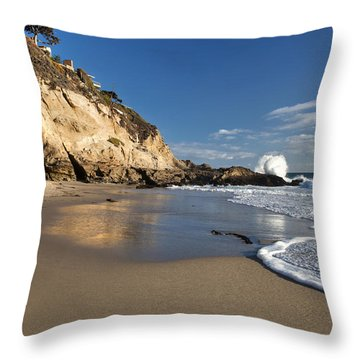 Thousand Steps Beach At Low Tide Throw Pillow