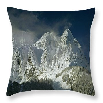 1m4503-three Peaks Of Mt. Index Throw Pillow