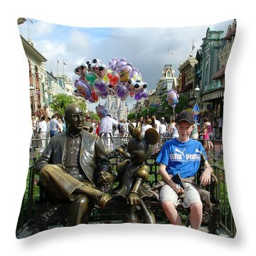 Throw Pillow featuring the photograph Tingle Time by David Nicholls