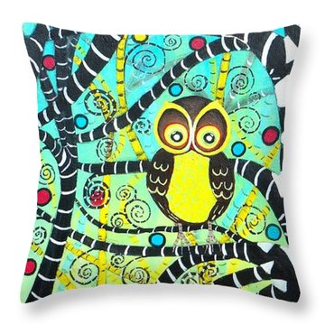 Trudys Owls Throw Pillow