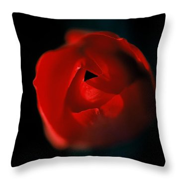 Tulip Pucker Throw Pillow