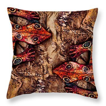 Throw Pillow featuring the photograph Two Lizards Pan by Selke Boris