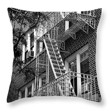 Typical Building Of Brooklyn Heights - Brooklyn - New York City Throw Pillow
