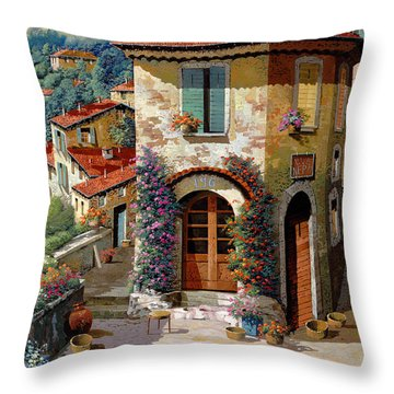 Un Cielo Verdolino Throw Pillow