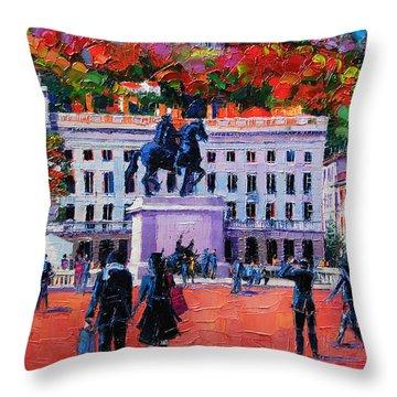 Un Dimanche A Bellecour Throw Pillow