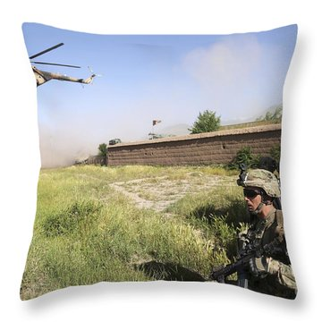 U.s. Army Soldiers Secure A Landing Throw Pillow