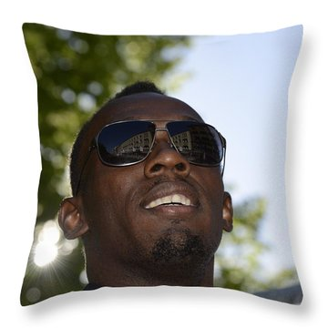 Usain Bolt - The Legend 1 Throw Pillow