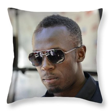 Usain Bolt - The Legend 3 Throw Pillow