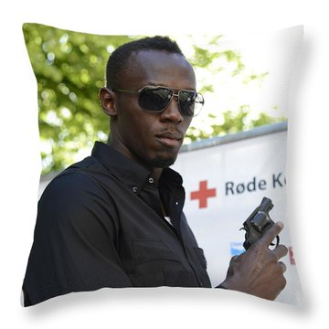 Usain Bolt - The Legend 4 Throw Pillow