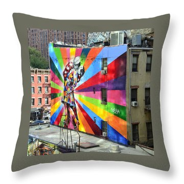 V - J Day Mural By Eduardo Kobra Throw Pillow