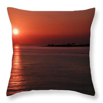Vela In Grecia Throw Pillow
