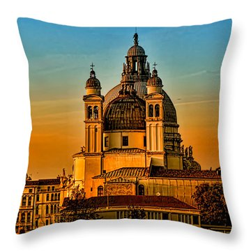 Venezia-basilica Of Santa Maria Della Salute Throw Pillow